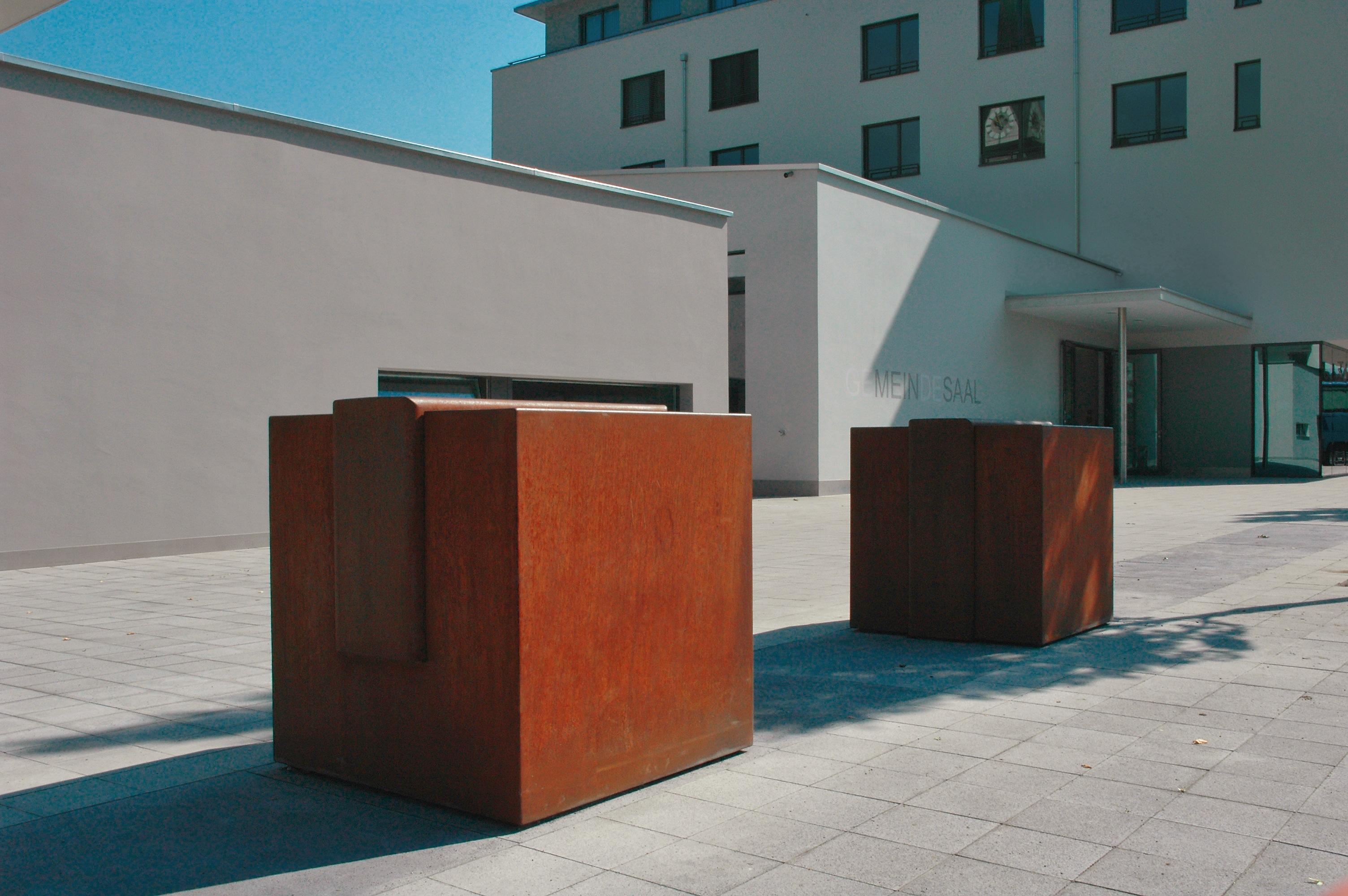 Installation, 900/90/90, Gemeindeplatz Ennetbürgen/Luzern, 2007